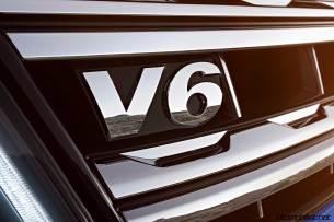 2017-volkswagen-amarok-v6-badge