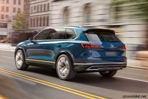 2017-volkswagen-touareg-concept-city-drive