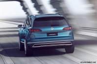 2017-volkswagen-touareg-concept-drive-rear