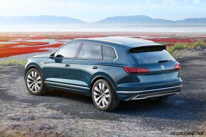2017-volkswagen-touareg-concept-rear-side-2