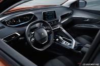 2017-Peugeot-3008-interior