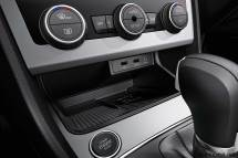 2017-seat-leon-interior-wireless-charging