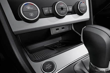 2017-seat-leon-interior-wireless-charging