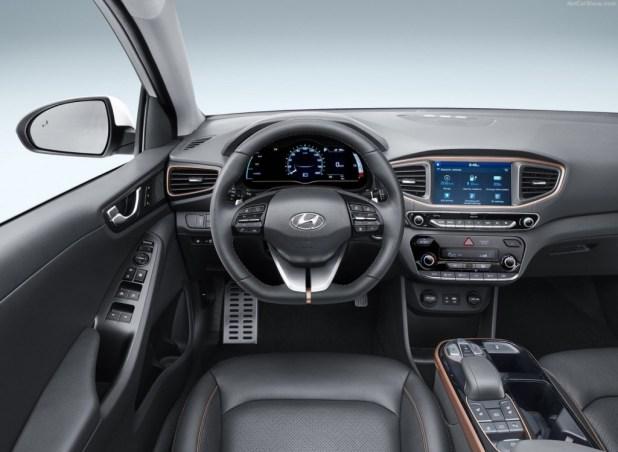 Hyundai IONIQ Kokpit