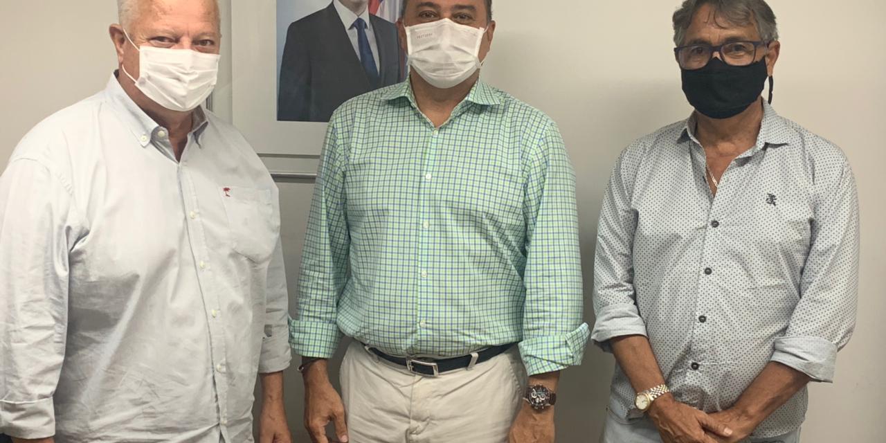 Acompanhado de Everaldo Anunciação, presidente do PT de Itabuna Jackson Moreira é recebido na Serin
