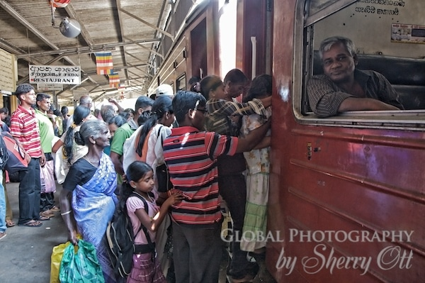 train boarding sri lanka