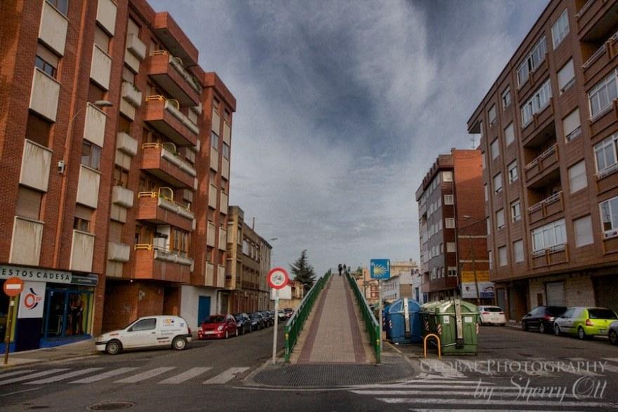 camino trail through cities