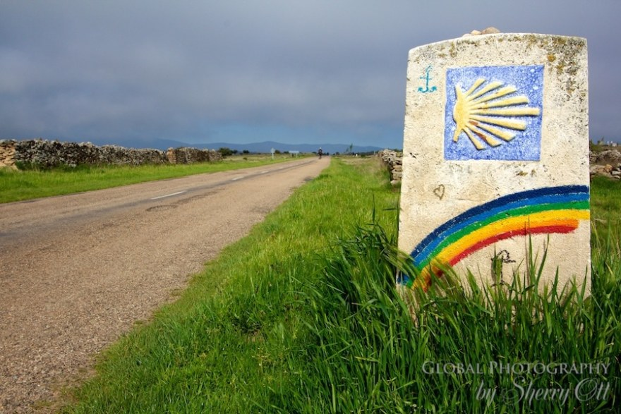 camino rainbow trail marker
