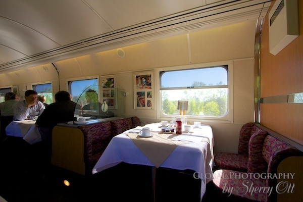 Dining car via rail