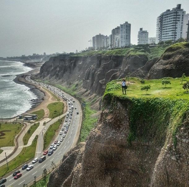 Lima Cliffs Parque Grau