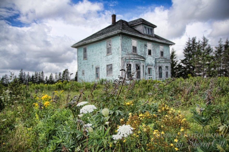 Abandoned house PEi