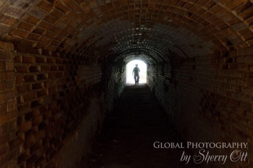camino de ronda hiking tunnel