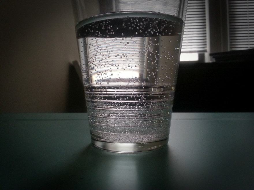 flying tip drink water