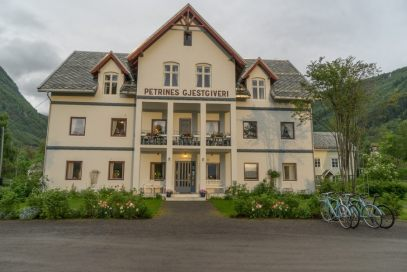Petrines Guest House Norddal