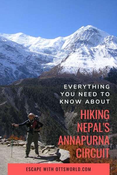 Nepal annapurna circuit hiker