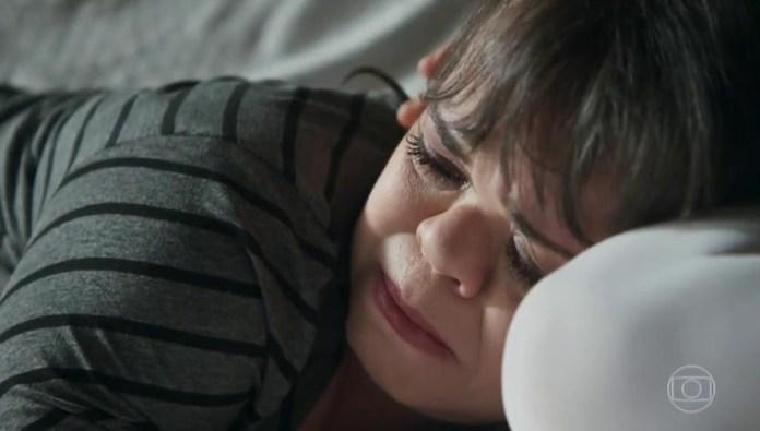 Estela (Juliana Caldas) terá menor visibilidade na primeira fase de O Outro Lado do Paraíso. (Foto: Reprodução/Globo)