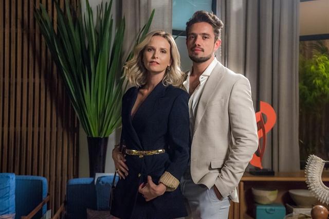 Fabiana (Fernanda Rodrigues) e Renato (Rafael Cardoso) em O Outro Lado do Paraíso (Foto: Globo/Raquel Cunha)