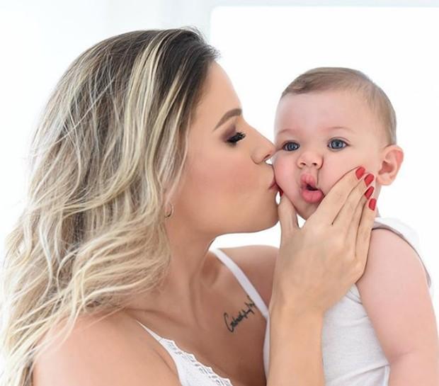 Andressa Suíta e o pequeno Gabriel (Foto: Reprodução/Instagram)