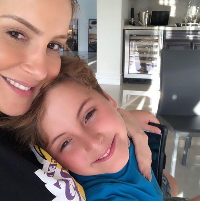 Claudia com o filho Davi. (Foto: Reprodução/Instagram)