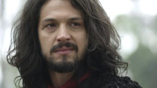 Afonso (Romulo Estrela) em cena de Deus Salve o Rei (Foto: Divulgação/Globo)