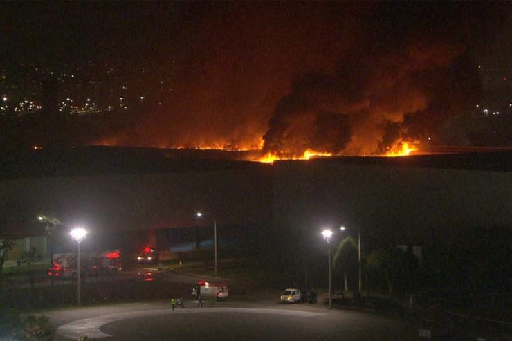 Pavilhão do Riocentro é atingido por incêndio (Foto: Reprodução)