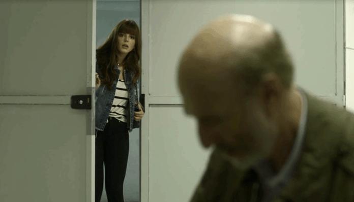 Rochelle (Giovanna Lancellotti) dá flagra em Severo (Odilon Wagner) em Segundo Sol (Foto: Divulgação/Globo)