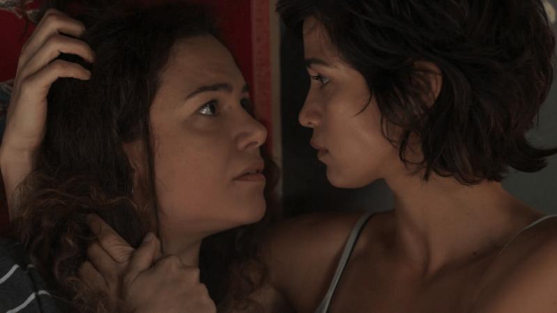 Selma(Carol Fazu) eMaura(Nanda Costa) em cena de Segundo Sol (Foto: Reprodução/Globo)