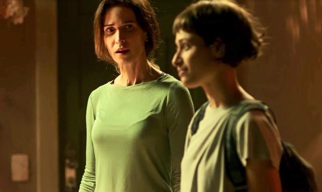 Ingra Lyberato ao lado de Luisa Arrais em cena de Segundo Sol (Foto: Reprodução/Globo)