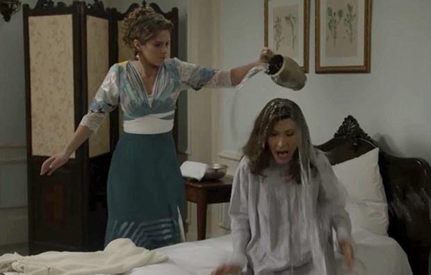 Charlotte (Isabella Santoni) e Lady Margareth (Natália do Vale) em cena de Orgulho e Paixão (Foto: Divulgação/Globo)