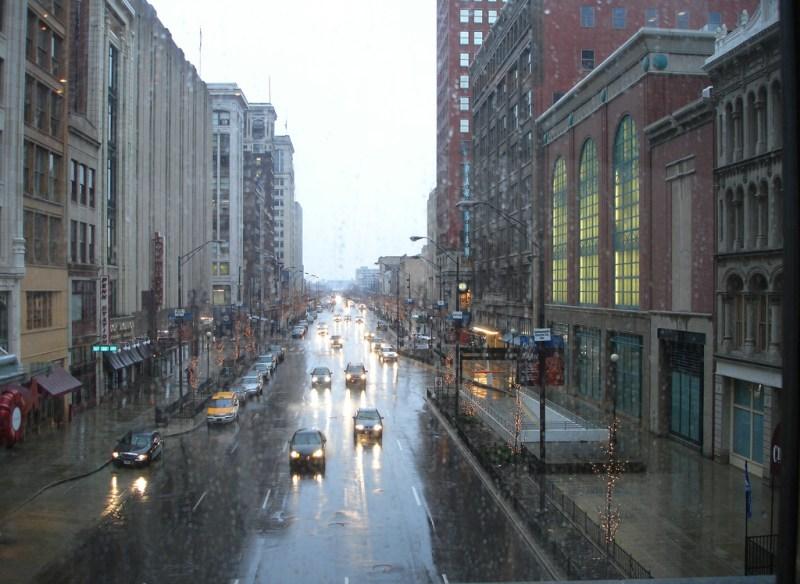 Tourisme pluvieux à Indianapolis : On va au restau ?