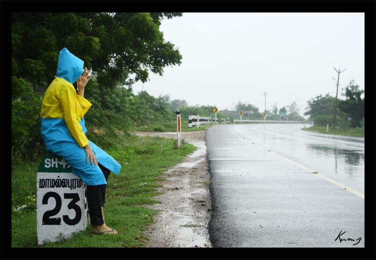 attente sous la pluie pendant la mousson en inde