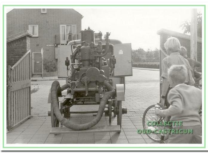 Oude brandspuit Otto. Juliana van Stolbergstraat 3 in Castricum.
