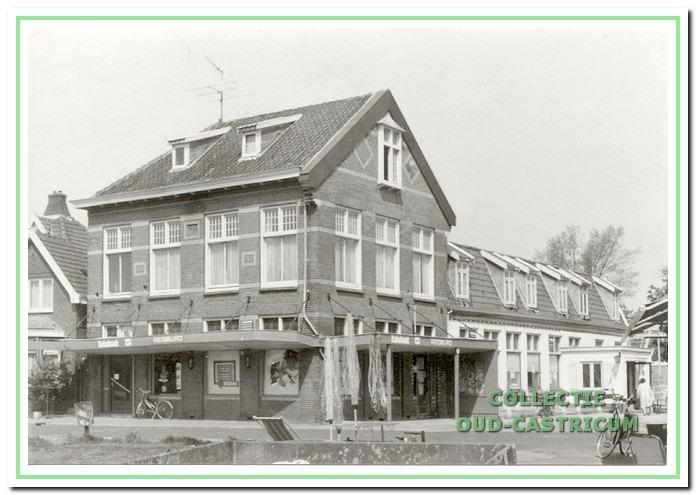 De Rustende Jager aan de Dorpsstraat in Castricum rond 1970.