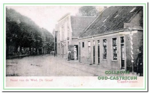 Het volgens overlevering 300 jaar oude Huis met de Kogel dat Cor Brandjes in 1922 kocht van winkelier Pancras Kazenbroot. De kogel in de voorgevel, evenals die in de toren van de dorpskerk, zou nog zijn achtergebleven uit de gevechten met de Engelsen en Russen in 1799.