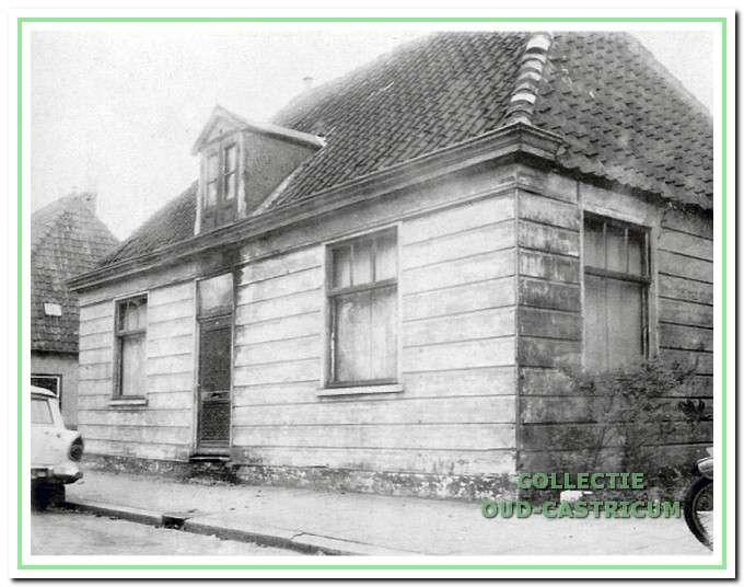 Het houten huis van postbode van Benthem in de Dorpsstraat