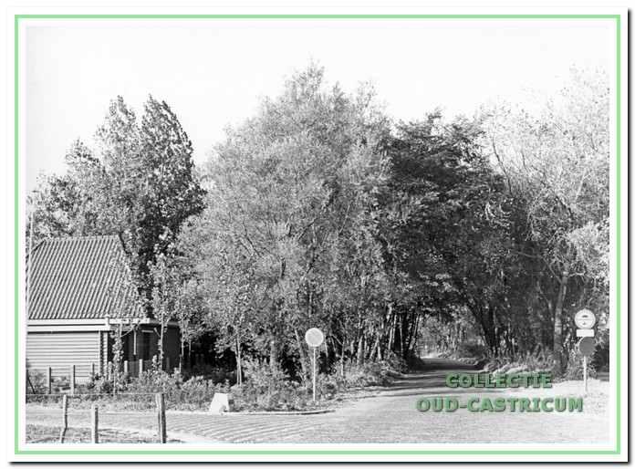 Gebouw de Duynkant aan de Geversweg 1b in Castricum, op de hoek van de Duinenboschweg.