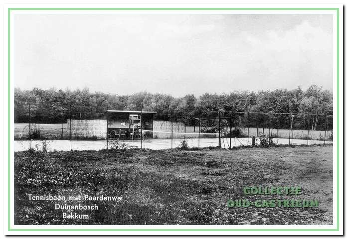 Op initiatief van Willem van Keeken werd op het terrein van Duin en Bosch een tennisbaan aangelegd, die in 1923 werd geopend.