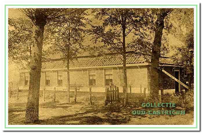 Tegenover de buitenplaats Gaeff of Starburg is aan de Bleumerweg de nu nog aanwezige boerderij Starrenburg gelegen. Het bouwjaar van deze boerderij is niet bekend. De oudst bekende akte is van 1827.