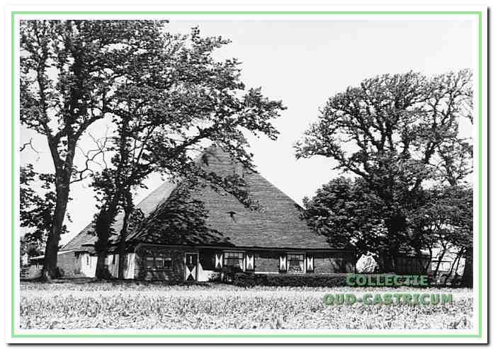 Oudere foto van Boerderijb de Coenhoeve, vroeger Pannenhuis geheten, aan de Limmerweg.
