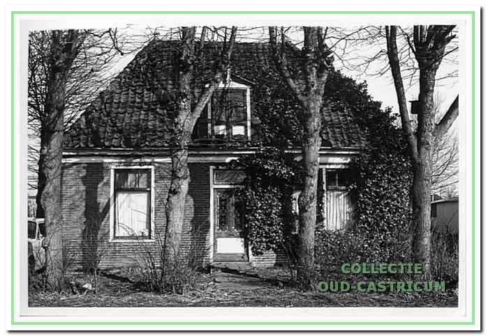 Eva' s Hof aan de Achterlaan. Voor de bouw van deze rentenierswoning in 1874 werden oude stenen gebruikt van de Cunerakapel.
