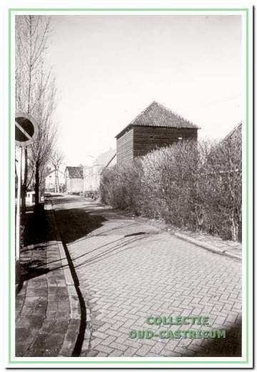 De hooiberg die hoort bij het boerderijtje van Bijman op de hoek Bakkummerstraat.