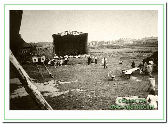 HOJO dagen Padvinderij bij de muziektent op het oude kermisterrein, circa 1948-1949.