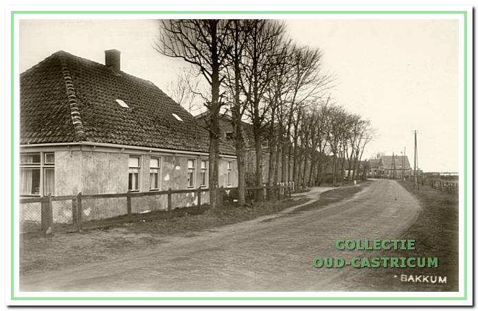 Het begin van de Heereweg met vooraan links het huis van Jan de Ruijter (zie 34).