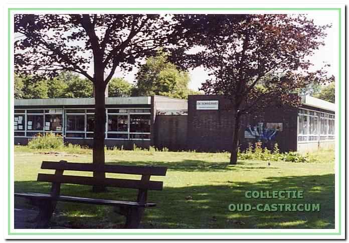 Openbare basisschool de Kandelaar, afgebroken in 2000-2001.