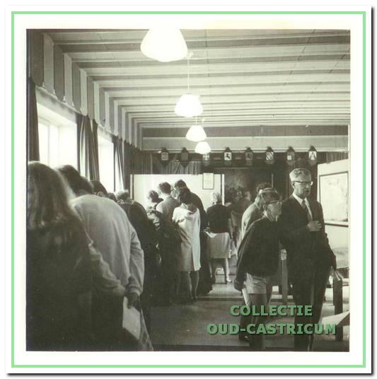 In de aula van de Juliana van Stolbergschool werd in 1967 de eerste tentoonstelling van Oud-Castricum gehouden.