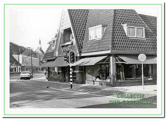 De damesmodezaak van Stevens, Dorpsstraat 88, in 1968.