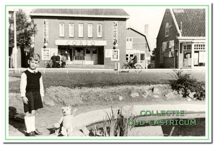 In 1937 is de Corso-bioscoop gebouwd door Jan Res en de exploitatie kwam in handen van Roland Wefers Bettink en zijn echtgenote Margaretha Weel.