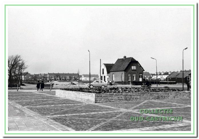 Waar nu de rotonde van de Ruiterweg - Torenstraat is stond vroeger deze woning ter hoogte van de Koning Willemstraat.