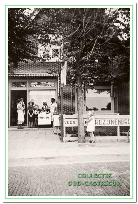 De bakkerswinkel van Krimp aan de Heereweg 19 in Bakkum.