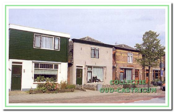 De huizen Dorpsstraat 120, 122 en 124 in 1997.
